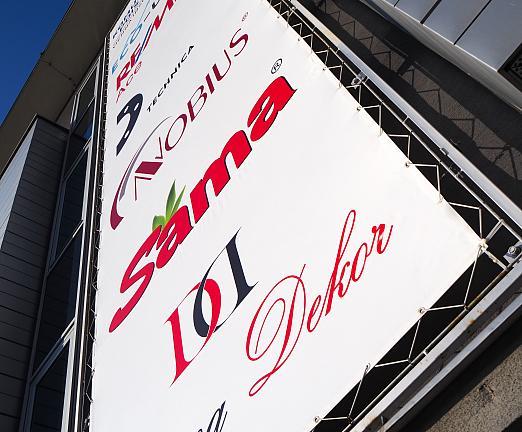 Označenie budovy - PVC banner napnutý v oceľovom ráme