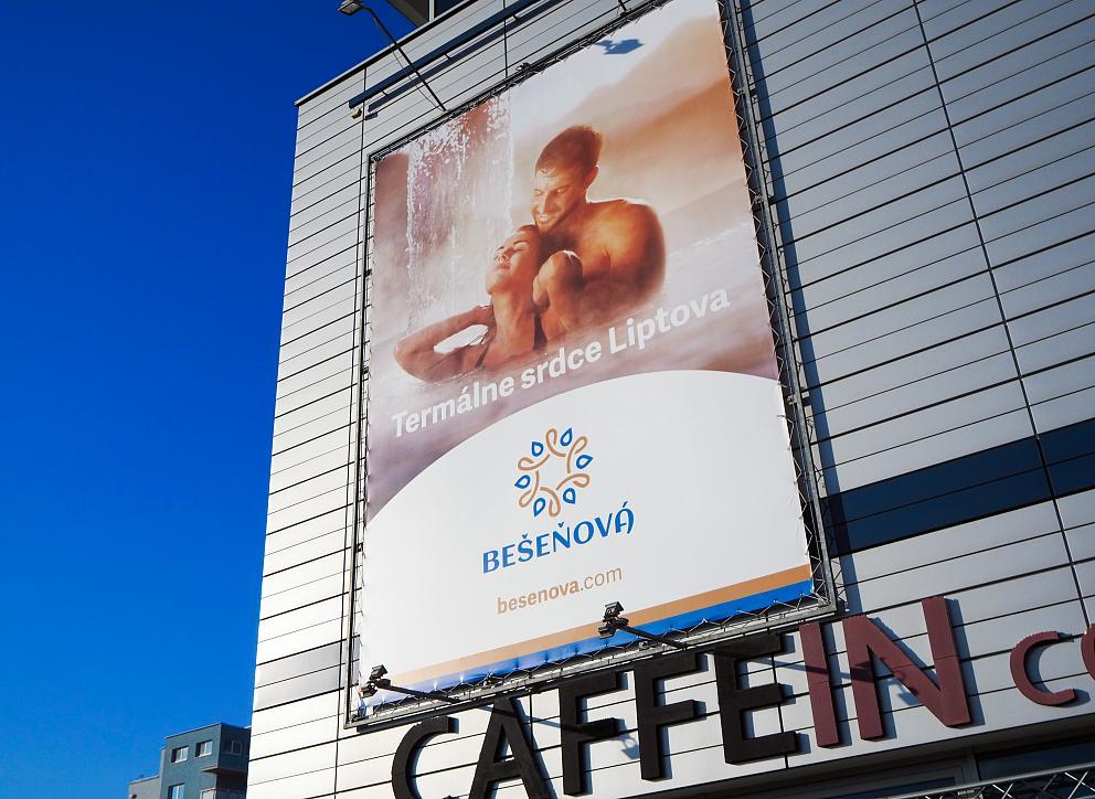Reklamný banner napnutý v oceľovom ráme - Bešeňová