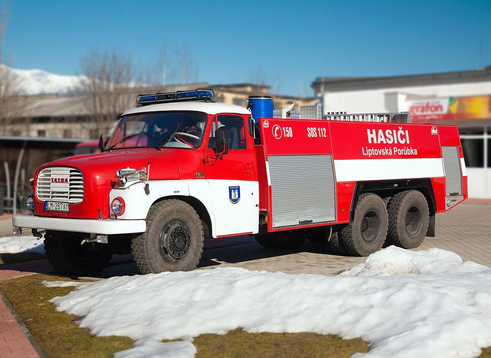 Označenie hasičského vozidla reflexnými nápismi