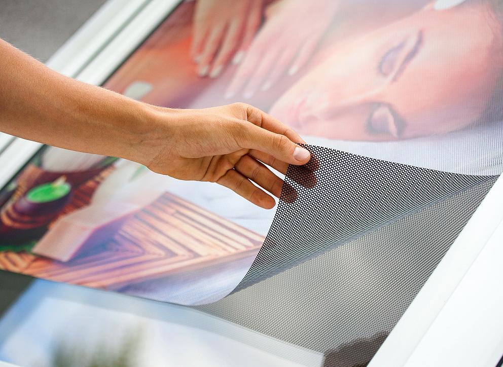 Polep okna jednostranne priehľadnou fóliou