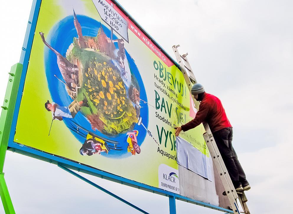 Výlep papierového billboardu